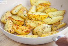 Ziołowe ziemniaczki, które od początku do końca robi się na jednej patelni. PRZEPIS Wok, Mozzarella, Potatoes, Vegetables, Potato, Veggies, Vegetable Recipes, Woks