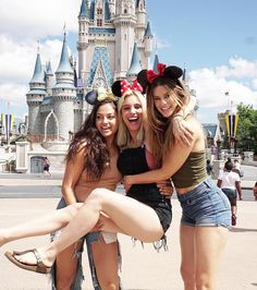 Lele Pons: Disney World with my princesses 👑 Disney World Outfits, Disneyland Outfits, Disney World Trip, Disneyland Outfit Summer, Disneyland Christmas, Best Friend Pictures, Bff Pictures, Friend Photos, Cute Disney Pictures