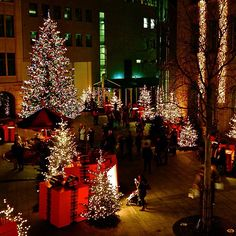 It's beginning to look a lot like Christmas in Zurich. Photo courtesy of offscriptlife on Instagram. #howiholiday