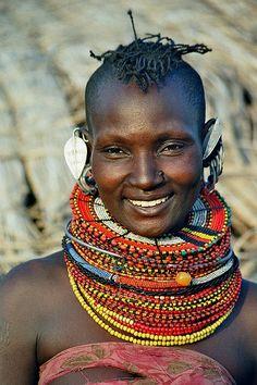 Africa - Kenya Kenia / Turkana woman (by Rudi Roels) African Tribes, African Women, African Art, Black Is Beautiful, Beautiful People, Beautiful Places, Beautiful Women, Tribal People, Tribal Women