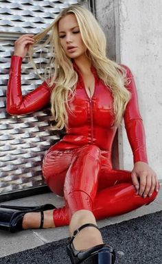 Latex Babe, Sexy Latex, Vinyl Leggings, Vinyl Clothing, Leder Outfits, Latex Fashion, Catsuit, Two Piece Outfit, Sexy Dresses