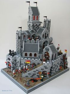 I love this castle scene. All the little details and buildings and stuff Lego Design, Chateau Lego, Lego Burg, Pokemon Lego, Lego Kingdoms, Lego Knights, Amazing Lego Creations, Lego Boards, Lego For Kids