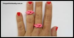 Make a Infinite Rope Ring . Free tutorial with pictures on how to braid a braided ring in under 2 minutes by jewelrymaking with rope. in the Jewelry section Difficulty: Easy. Diy Rope Rings, Diy Jewelry Rings, Jewelry Crafts, Handmade Jewelry, Jewelry Making, Jewelry Ideas, Bracelet Making, Boho Jewelry, Bracelet Crafts