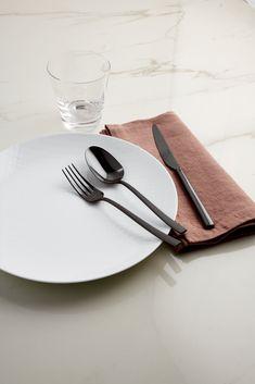 De Sambonet Rock collectie doet zijn naam eer. Met de besteksets uit de Sambonet Rock collectie ben je namelijk verzekerd van iets unieks en opvallend op tafel. Bekijk de collectie op Cookinglife! Tableware, Kitchen, Shop, Dinnerware, Cooking, Tablewares, Kitchens, Dishes, Cuisine