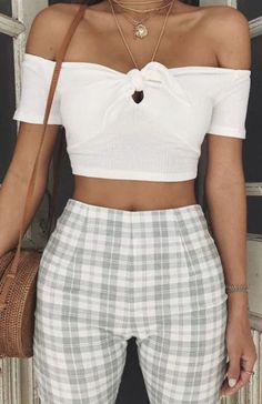 15 Plaid Pants Ensembles Anyone Can Rock Take a look at the different ways to stylize plaid pants outfits for any occasion! Look Fashion, 90s Fashion, Denim Fashion, Fashion Outfits, Womens Fashion, Fashion Trends, Travel Outfits, Girl Fashion, Fitness Fashion