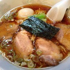 飯田橋、東京大神宮のそばにある支那そばの名店「びぜん亭」。シンプルで奥深いスープはまさに支那そばの様相。ほろほろと崩れるちゃあしゅうは醤油が強く香りながら塩味が絶妙で美味い。東京のお伊勢さま東京大神宮参拝のお供に支那そば、おすすめ。