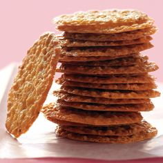 Anise seeds add a hint of licorice to these pretty lace cookies made of ground almonds. Orange zest adds a citrus aroma.