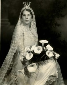 "carolathhabsburg: "" Unknown royal brides : This is Estelle Romanie Mainville, the american bride of Folke Bernardotte, count of Folke was son of Prince Oskar of Sweden, son of his. Royal Wedding Gowns, Royal Weddings, Wedding Bride, Wedding Day, Wedding Dresses, Wedding Crowns, Wedding Tiaras, Swedish Wedding, Royal Tiaras"