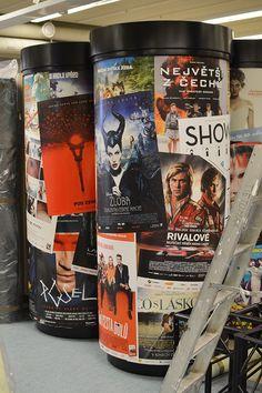 Piloneissa oli alun perin esillä tšekkiläisiä elokuvajulisteita. Tiedekeskus Tietomaa, Luuppi, Oulu (Finland)