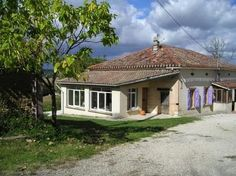 Farmhouse for sale in Montauban, France : Farm with 16 hectares, many outbuildings and beautiful views