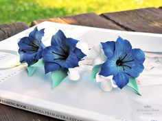 Forcine per sposa, Forcine per capelli, Forcine con fiori, Forcine blu, Forcine con fiori blu, Accessori per capelli, Accessori per sposa di FioridiKristine su Etsy