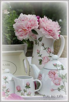 Thuis bij Tjits: decoreren met rozen ....