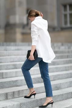 Fashion Mugging: Casual, Chic, Neutral Style (The Simply Luxurious Life) Long White Shirt, White Shirt And Jeans, White Shirts, White Blazers, Summer Minimalist, Minimalist Chic, Minimalist Fashion, Minimalist Wardrobe, Denim Fashion