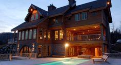 La Villa Marvic est un chalet de luxe à louer figurant parmi les plus beaux au pays situé dans la région de Charlevoix - Domaine du Massif.