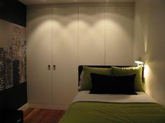 Uno de los dormitorios con mural de Nueva York y tonos pistacho para dar alegria y frescura!!