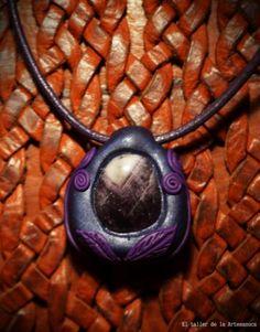 Amuleto Amatista (25 euros)- el taller de la artesanuca. sonia.dmngz@gmail.com