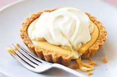 Banoffee Pie - Bananas and toffee are the ultimate in decadent combinations for this sweet pie. Caramel Recipes, Banana Recipes, Pie Recipes, Sweet Recipes, Dessert Recipes, Caramel Tart, Dishes Recipes, Pie Dessert, Banoffee Pie