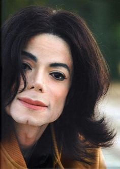 These are some of the pictures and photos of the legendary Michael Jackson. The King of Pop will forever be the king, and these images embrace that. Photos Of Michael Jackson, Michael Jackson Wallpaper, Michael Jackson Smile, Janet Jackson, Invincible Michael Jackson, Jackson Music, King Of Music, American Singers, Concert
