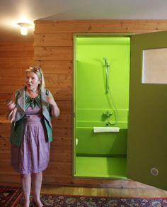 *giggles* whats behind door number1? a LIME BATHROOM!!!