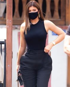 Mode Kylie Jenner, Kylie Jenner Makeup, Kardashian Style, Kardashian Jenner, Hip Hop Fashion, Urban Fashion, Jenner Sisters, Black Bodysuit, Wearing Black