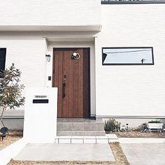 女性で、4LDKの、Entrance/白黒/モノトーン/マイホーム/タマホームについてのインテリア実例。 「今年のしめ縄...」 (2018-01-08 08:17:03に共有されました) Garage Doors, House Styles, Outdoor Decor, Home Decor, Decoration Home, Room Decor, Home Interior Design, Carriage Doors, Home Decoration