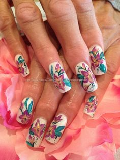 One stroke freehand nail art