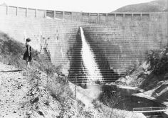 In the spring of 1928 the Saint Francis Dam, built by Mulholland in the San Francisquito Canyon about 50 km north of Los Angeles, began to suffer leaks. Mulholland inspected the dam and declared it fit. A short time later, just before midnight on March 12, 1928, the dam ruptured explosively and a torrent of water roared though portions of Los Angeles and Ventura counties – claiming some 450 lives.
