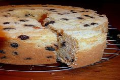 DESERTURI DE PASTE. PRAJITURA CU BRANZA DULCE SI STAFIDE Bread And Pastries, Paste, Muffin, Heavenly, Breakfast, Food, Morning Coffee, Muffins, Meals