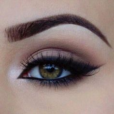 Perfect eye makeup Simple easy everyday eye makeup inspiration Eyeliner light eyeshadow color and a well defined eyebrow Dont forget a pair of fabulous Minki Lashes to a. Makeup Goals, Love Makeup, Simple Makeup, Makeup Inspo, Makeup Style, Makeup Trends, Simple Eyeliner, Natural Makeup, Casual Eye Makeup