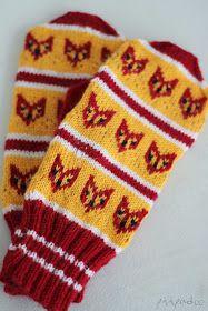 p i i p a d o o: Kettukarkki lapasissa Fingerless Mittens, Knit Mittens, Knitting Socks, Knitting Projects, Knitting Patterns, Knit Art, Wrist Warmers, Fair Isle Knitting, Sewing Hacks