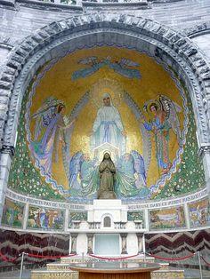 Sanctuaire Notre Dame de Lourdes. Chapelle extérieur. Midi-Pyrénées