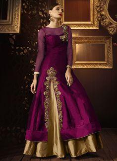 Lehenga kurta is a wonderful wedding outfit that looks dazzling. Here are the 15 Lest Lehenga kurta designs in India for Designer Salwar Kameez, Designer Anarkali, Pakistani Dresses, Indian Dresses, Indian Outfits, Kurta Designs, Kurta Lehenga, Jacket Lehenga, Sharara