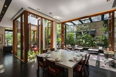 Tan's Garden Villa is a stunning house designed by architect Aamer Taher. The house has an area of 341 sqm and is located in Singapore. Patio Interior, Interior And Exterior, House In Nature, Square Dining Tables, Tropical Houses, Tropical Patio, Tropical Design, Tropical Style, Design Case