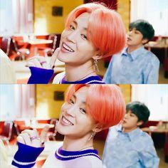 Jimin so cuteeee! (What's with jin in the back? Kim Namjoon, Jhope, Taehyung, Steve Aoki, Busan, Yoonmin, Foto Bts, Jikook, K Pop