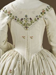 ...to live one day in the time period where dresses as beautiful as this were the dresses du jour!