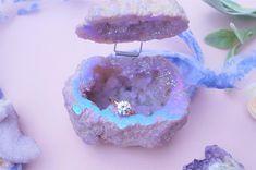 Cute Engagement Rings, Engagement Gifts, Ring Holder Wedding, Wedding Rings, Ring Holders, Proposal Ring Box, Proposal Ideas, Titanium Metal, Ring Displays