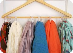 DIY :: Scarf Organizer using wood hangers and shower curtain rings. Cheap Storage, Storage Hacks, Diy Storage, Storage Ideas, Storage Solutions, Bedroom Storage, Cortina Box, Clever Closet, Hanging Scarves