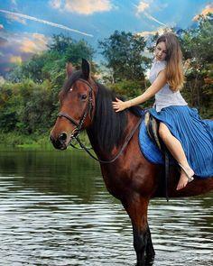 Instagram media by arina_rym_photo - Пора прогулок  с лошадьми на пойме реки уже прошла.  Но есть  возможность  получить  красивые  фото  с собаками  породой  хаски и домашними  лисами. Поэтому  записывайтесь и не стесняйтесь😉 Пора прогулок  с лошадьми на пойме реки уже прошла.  Но есть  возможность  получить  красивые  фото  с собаками  породой  хаски и домашними  лисами. Поэтому  записывайтесь и не стесняйтесь😉 #фото#съемка#фотограф #владимир#лошади…
