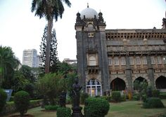Mumbai has some captivating heritage buildings where you can marvel over staggering examples of intricate colonial architecture. Some of the best are the Gothic looking Prince of Wales Museum in the Kala Ghoda art precinct, Victoria Terminus railway station, the Bombay High Court (wander inside and be entertained by a trial) and the buildings of Horniman Circle in the Fort area.