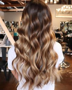 Balayage Highlights Curly Hair Inspirational 38 top Blonde Highlights Of 2019 Pl. - - Balayage Highlights Curly Hair Inspirational 38 top Blonde Highlights Of 2019 Platinum ash Dirty Honey & Dark Brown Hair With Blonde Highlights, Brown To Blonde, Thin Highlights, Balayage Highlights, Icy Blonde, Platinum Blonde, Dark Brown, Pelo Cafe, Wavy Curls
