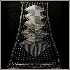 Beautiful vintage assiut shawl in the art deco style with bilaterally symmetrical diamond design with dot and pyramid hem design. Beaded Bracelet Patterns, Historical Images, Textiles, Art Deco Design, Diamond Design, Animal Party, Art Deco Fashion, Cross Stitch Patterns, Shawl