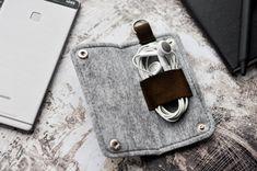 Felt Earphone Case Earbud Holder Earphone di EscuroDesign