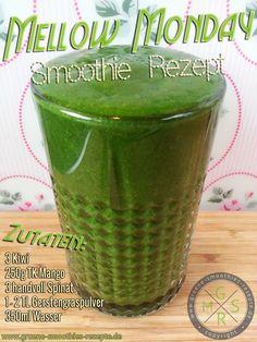 Grüne Smoothies mit Spinat, Gerstengras, Mango und Kiwi