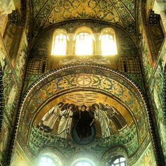 Love for gold & mosaics in San Vitale, Ravenna - Instagram by @n_montemaggi