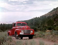Ford 1948 - On the market since 1948 and produced in sequence 12 today, the Ford F-Series pick-up truck is a true American icon. Ford Serie F, Ford F Series, Classic Ford Trucks, Ford Pickup Trucks, F150 Truck, Lifted Trucks, Antique Trucks, Vintage Trucks, Vintage Auto