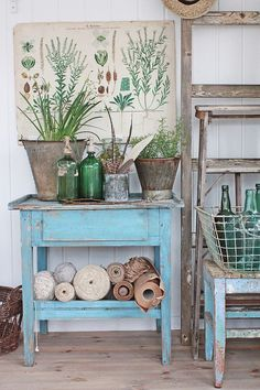 VIBEKE DESIGN: blue table with plants and botanical poster above it Wabi Sabi, Vibeke Design, Deco Nature, Green Accents, Farmhouse Chic, Cool Ideas, Cottage Style, Decoration, Painted Furniture