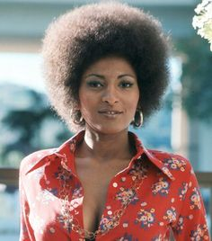 Pam Grier's afro and eyeliner were a part of her signature look in 1975