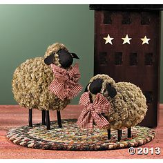 Americana folk art sheep decor - from Sheepscot River Decor! Primitive Sheep, Primitive Crafts, Primitive Christmas, Country Primitive, Sheep Crafts, Sheep Art, Sheep And Lamb, Prim Decor, Theme Noel