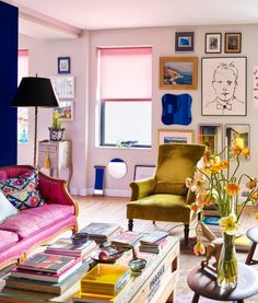Eclectic interior design ideas and advice according to interior designers to bring the best eclectic style design into every room in your home. Estilo Kitsch, Maximalist Interior, Manhattan Apartment, Interior Decorating, Interior Design, Decorating Games, Rental Decorating, Decorating Blogs, Eclectic Decor