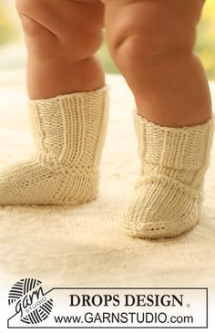 Socks & Slippers – Free knitting patterns and crochet patterns by DROPS Design – baby sweaters Boys Knitting Patterns Free, Sweater Knitting Patterns, Knitting For Kids, Knitting Socks, Baby Patterns, Free Knitting, Crochet Patterns, Drops Design, Drops Baby